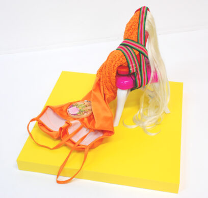 Nancy 2020 – textile, shoe, collage, acrylic, hair, plastic, rope – 37x50x50cm